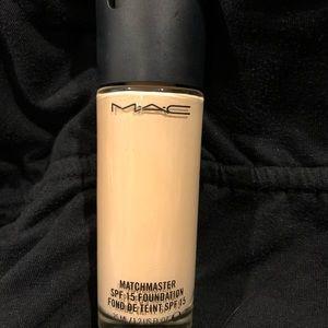 MAC Match Master SPF foundation - A25 1.0